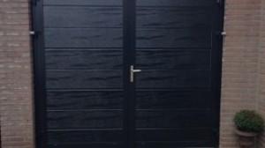 Openslaande-garage-deuren-houtnerf-midden-profilering-320x180